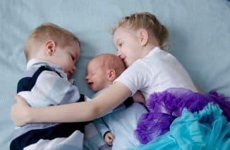 выплаты при рождении 3 ребенка